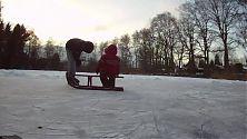 Bruderliebe auf dem Eis